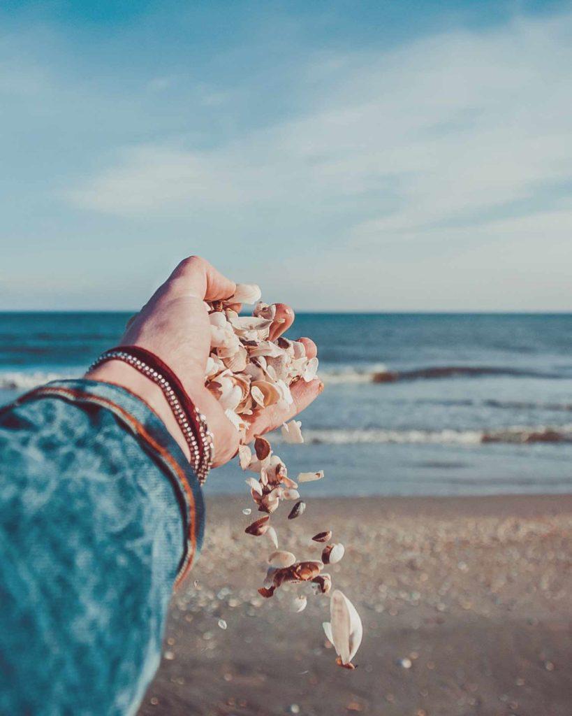 Una nuova estate era arrivata. Le settimane erano scivolate via come sabbia dalle mani.